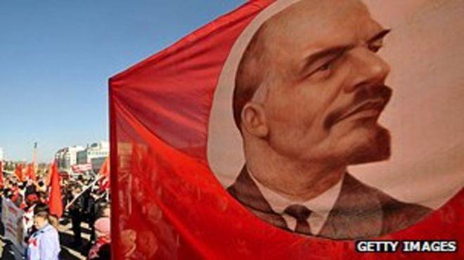 Lenin từng muốn bài trừ Lễ Giáng Sinh ở Nga