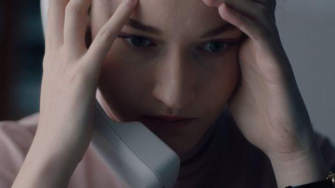 تعاني شخصية جاين في الفيلم بسبب تلاعب مديرها بها