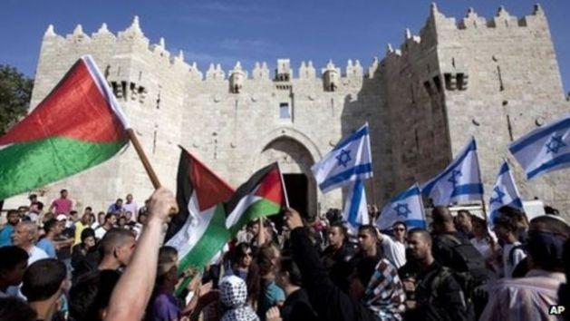 Israeli and Palestinian flags outside Damascus Gate, Jerusalem (file photo)