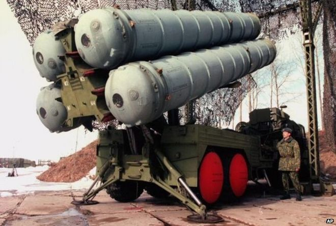 A Russian officer demonstrates the S-300 air-defence missiles at a military base outside Moscow, Friday, April 10, 1998