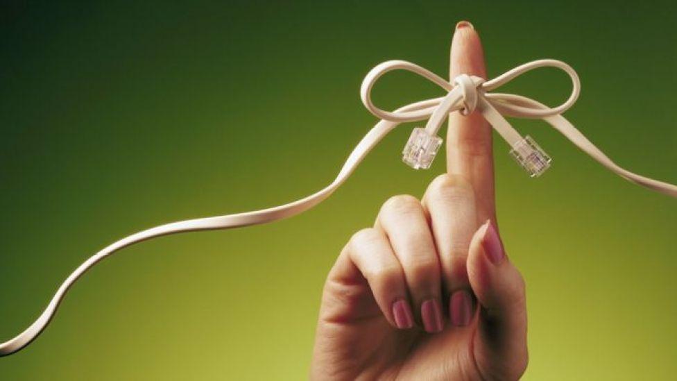 cable atado a una mano