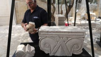Archaeologists Discover Stone Carvings and Relics Believed to be from Palace in Ancient Jerusalem