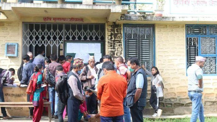 कोरोना भाइरस रोजगारीः प्रधानमन्त्री रोजगार कार्यक्रममा विदेशबाट फर्केका नेपाली किन अटाएनन्