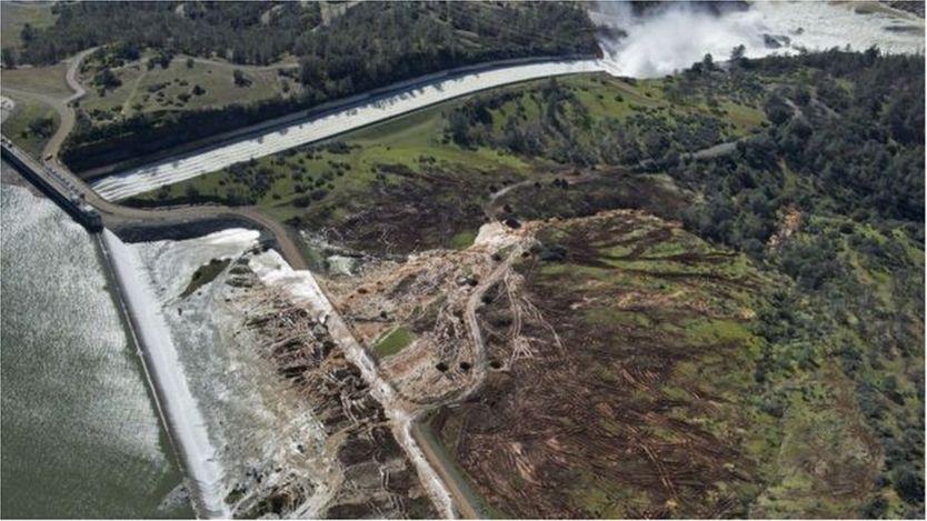 Lần đầu tiên trong lịch sử gần 50 năm nước tràn bờ của đập tràn tại Hồ Oroville