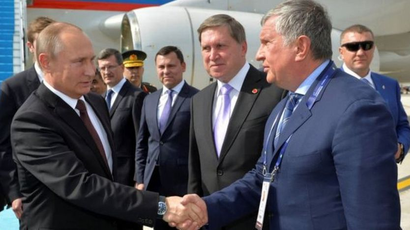 Rosneft's success in taking over Bashneft was seen as a victory for Chief Executive Igor Sechin (R)