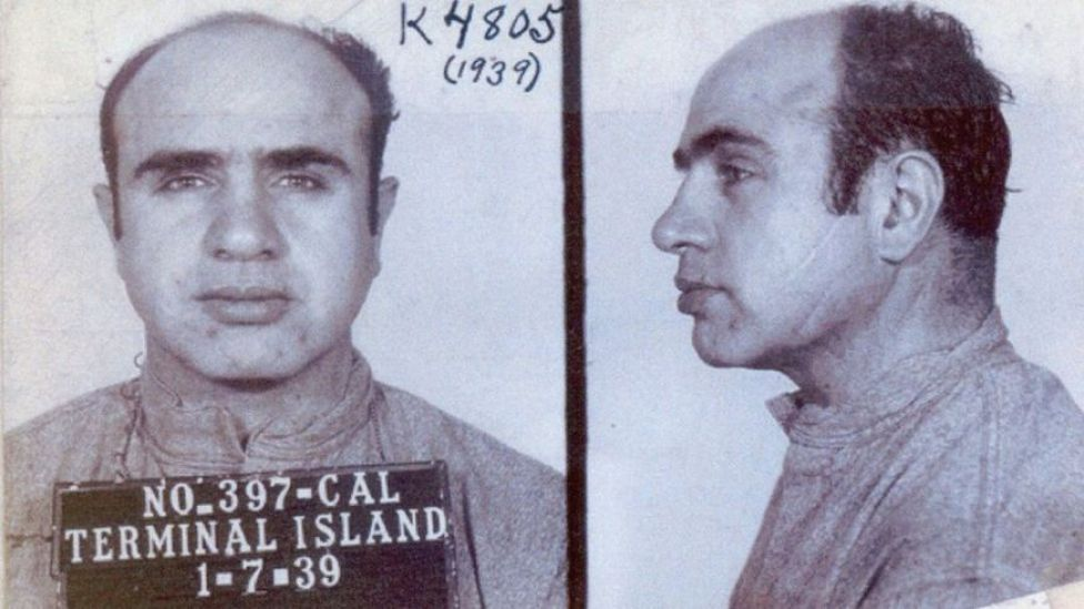 Al Capone en su salida de Alcatraz (1939) después de pasar más de 7 años en prisión (Foto: FBI)
