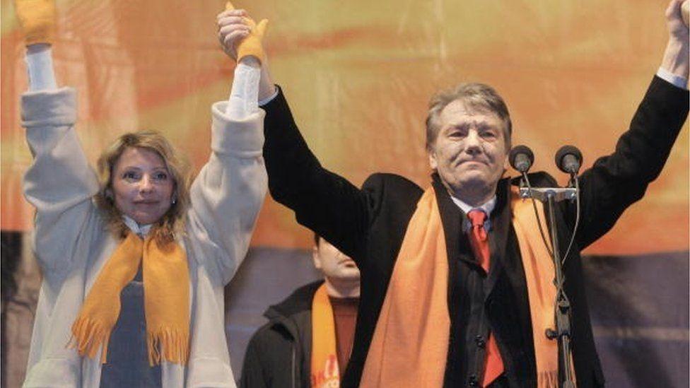 """У 2004 Юлія Тимошенко відмовилася від участі у президентських виборах на користь Віктора Ющенка, і була однією з головних постатей на """"першому Майдані"""""""