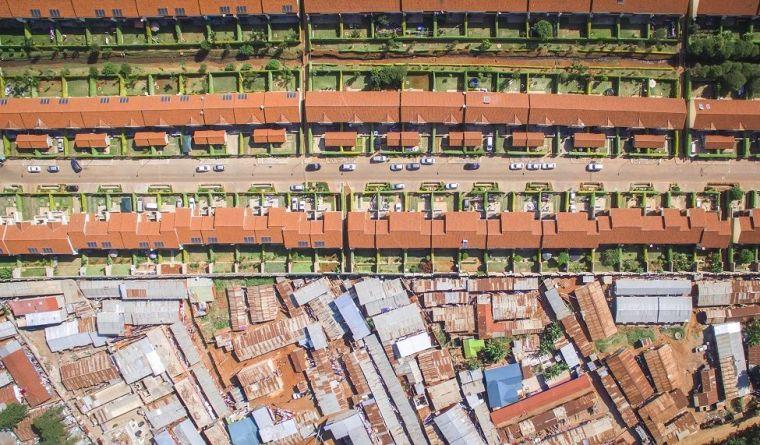 Foto aérea mostrando contraste em Nairóbi, Quênia