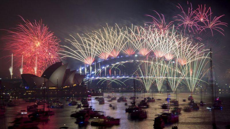 Huko Sydney Harbour Bridge nchini Australia, maonyesho ya fataki yalidumu dakika 12