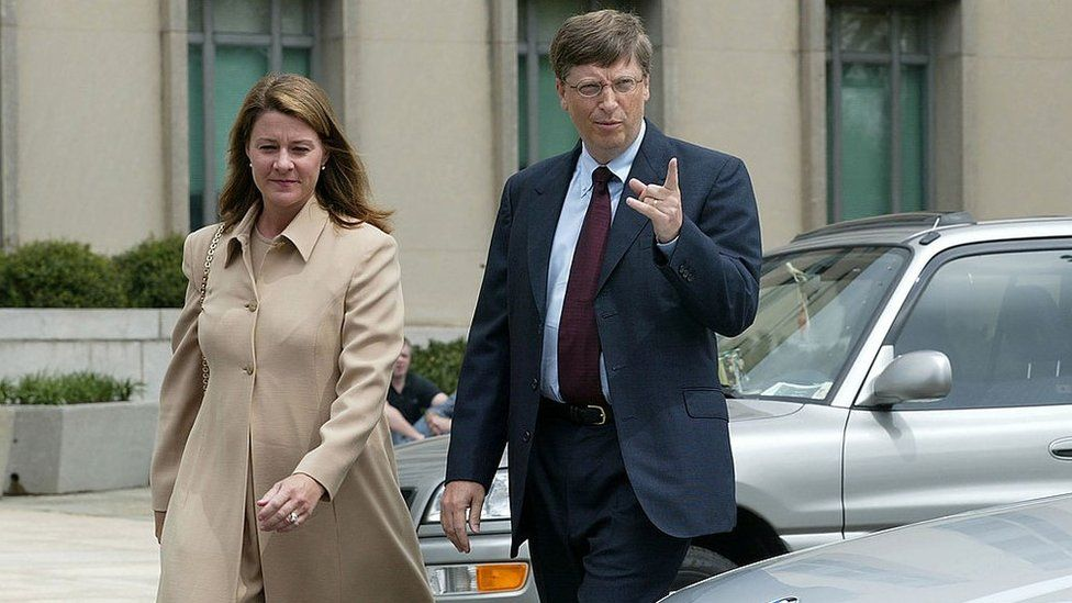 Bill Gates arrives at U.S. District Court with his wife Melinda April 22, 2002 in Washington, DC. Gates is taking the witness stand to give his first live testimony since the antitrust case was filed against the software giant in 1998. https://news.pindula.co.zw/
