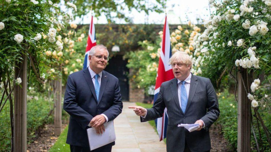 Il primo ministro britannico Boris Johnson (a destra) e il primo ministro australiano Scott Morrison nel giardino di 10 Downing Street il 15 giugno 2021 a Londra, Inghilterra