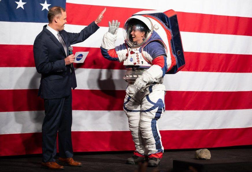 Flipboard: Nasa unveils new spacesuit for next Moon landing