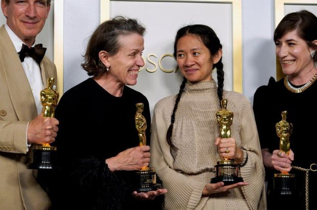 Nomadland winners Frances McDormand and Chloé Zhao