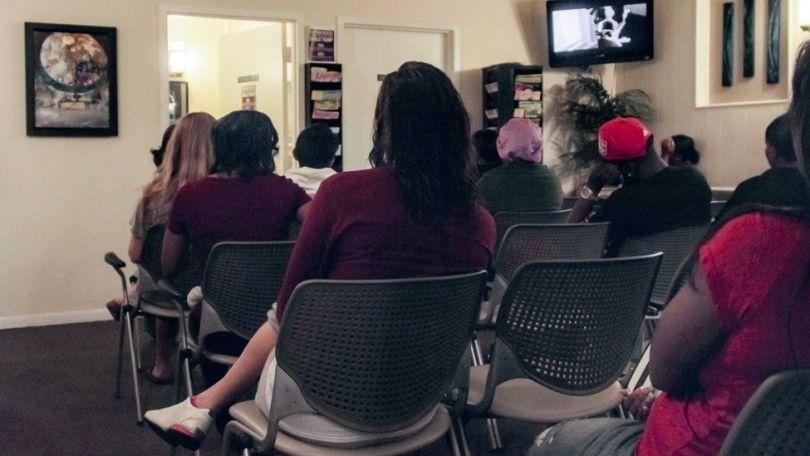 Pacientes esperam atendimento na Hope