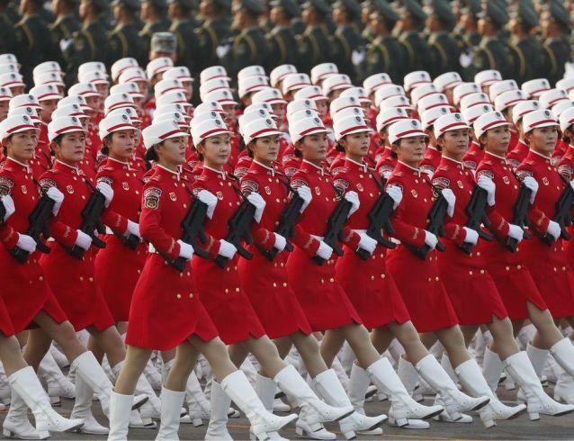 Tropas de mujeres durante el desfile militar de China el 1 de octubre de 2019.