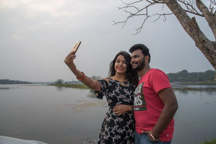 Bhagyashree and Sudeep take selfie