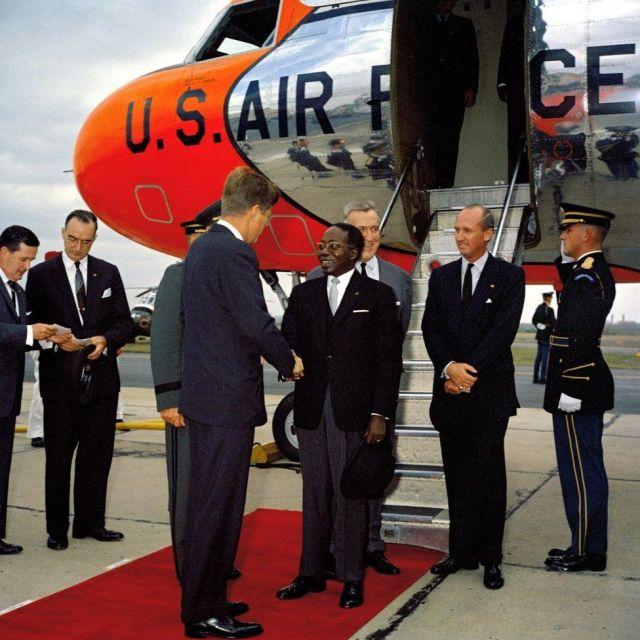 President John F. Kennedy greets President of Senegal Léopold Sédar Senghor