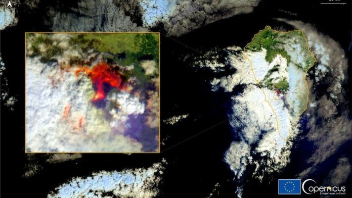 Copernicus Sentinel-2 image shows the eruption of a volcano in the Cumbre Vieja national park