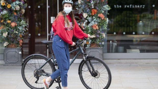A cyclist wearing a facemask in Edinburgh