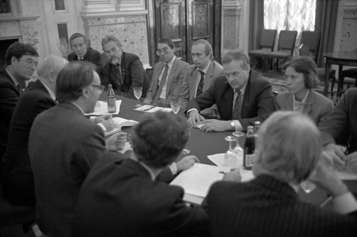 Britains Michael Howard meets with Anatoli Sobchak