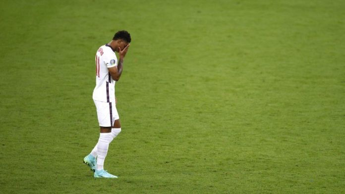 Englands Marcus Rashford looks dejected after missing a penalty