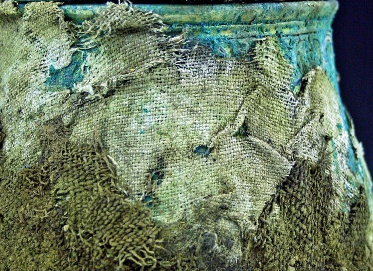 The textiles around the vessel