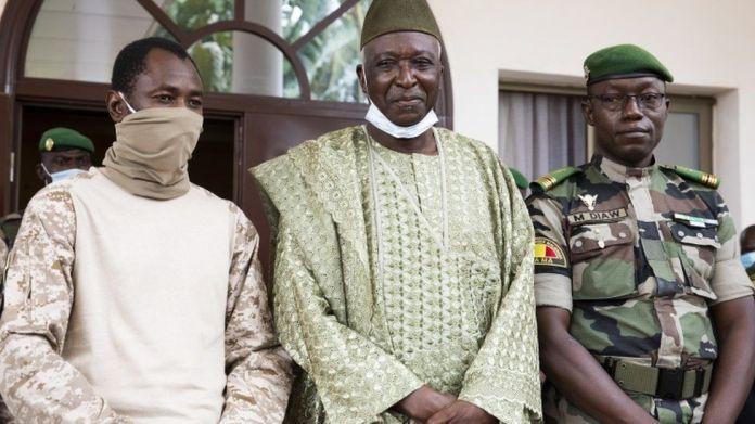 Mali's coup leader Assimi Goïta declares himself president - BBC News