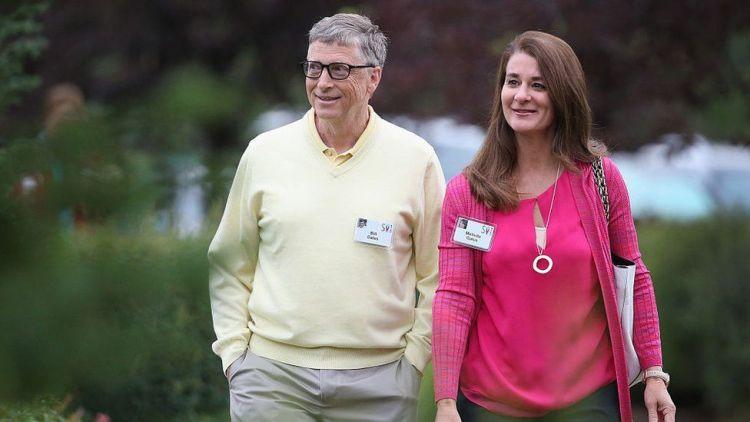 Bill and Melinda Gates walking through garden area at 2015 event