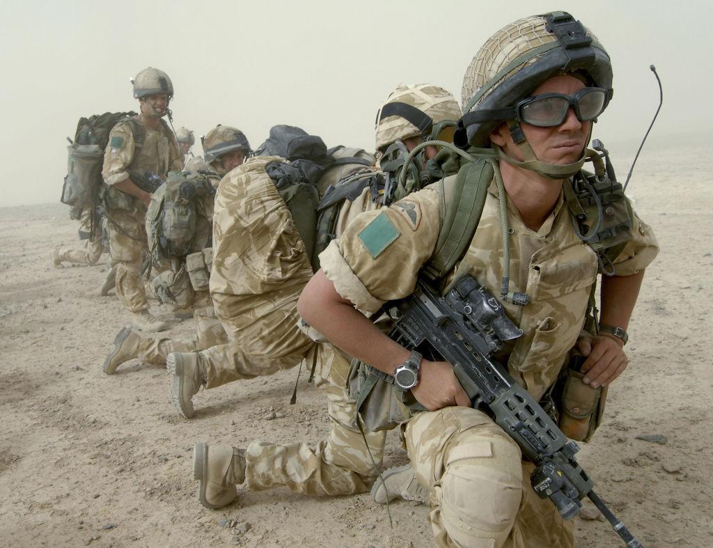 Soldados del Regimiento de Paracaidistas lideran el primer despliegue de Reino Unido en Helmand.