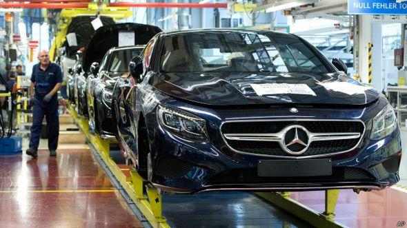 Mercedes benz de la Clase S en una fábrica de Alemania