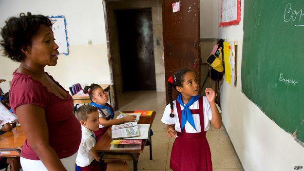 Maestra en una escuale cubana