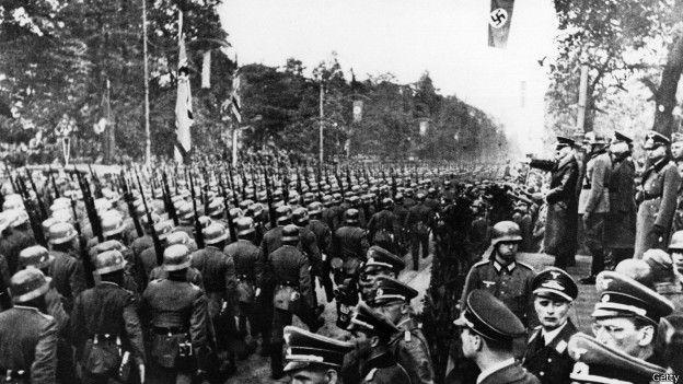 Desfile frente a Hitler