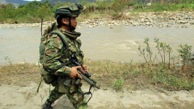 Soldado colombiano en la frontera con Venezuela