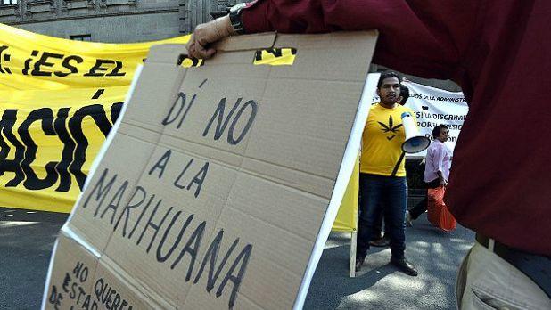 Protesta contra la legalizacion de la marihuana con fines recreativos en México