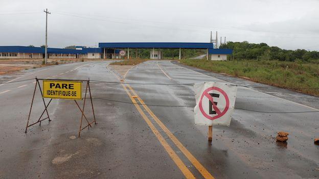 Extremo brasileño del puente sobre el río Oyapoque que conecta a Brasil con la Guyana Francesa