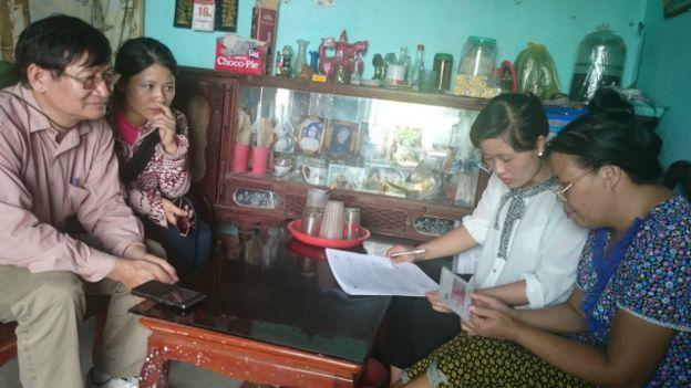 Bác sĩ hỗ trợ thực hành tại cộng đồng (Ảnh: Phạm Oanh, Nguyễn Chiến)