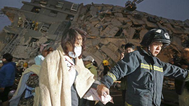 Los equipos de rescate