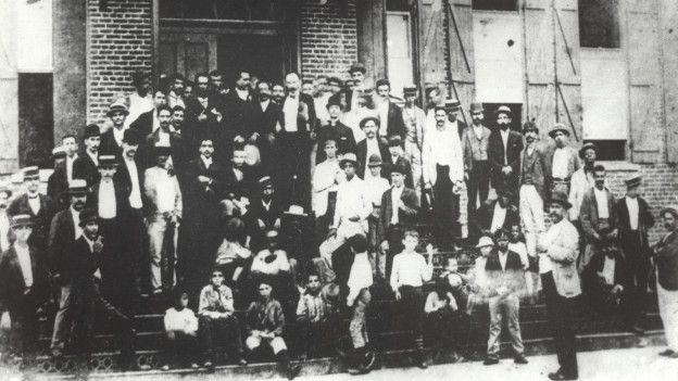 José Martí con trabajadores de una fábrica de Ybor CIty, Tampa (Florida)
