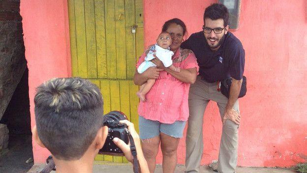 Solamge y Wesley posan para una foto junto a Dana
