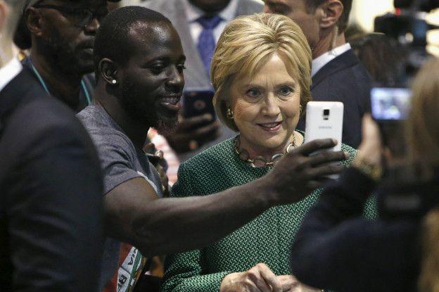 Hillary Clinton participando en Snapchat