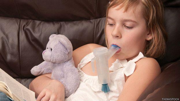 Niña con fibrosis quística