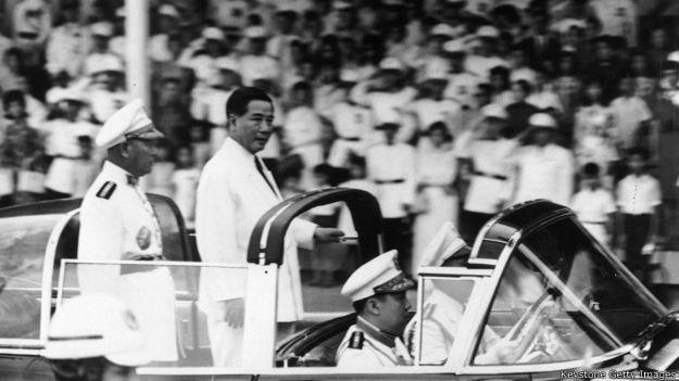 Tổng thống Diệm duyệt binh mừng độc lập hồi năm 1962, một năm trước khi ông bị ám sát