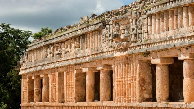 Gran palacio maya en Uxmal, México
