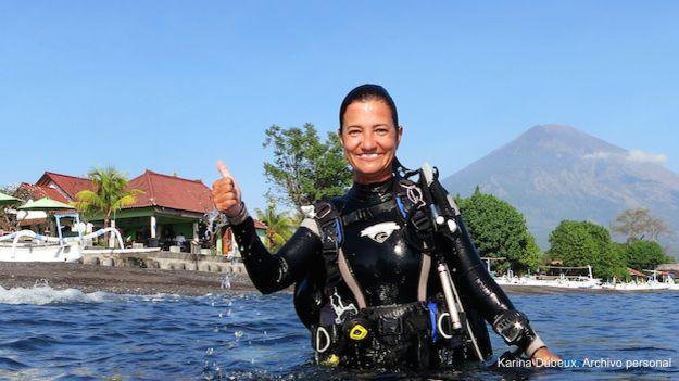 Karina Dubeux, brasileña sobreviviente del tsunami de 2004 en Tailandia, en una salida de buceo