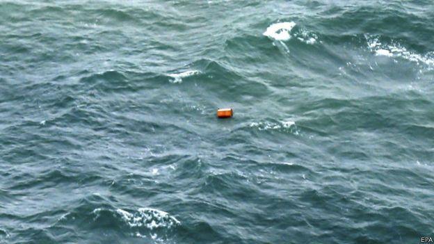 Objeto en el mar.