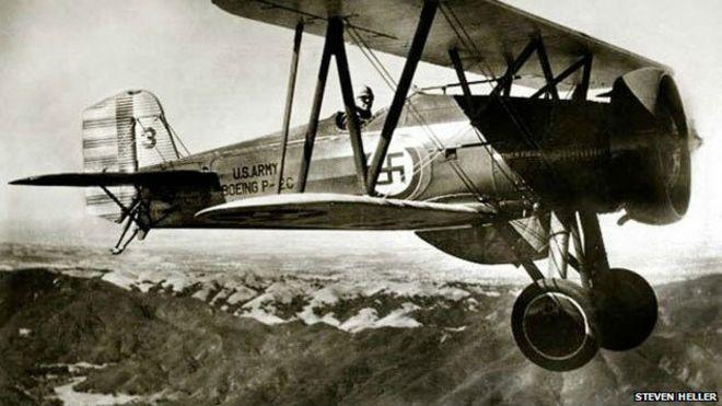 Avión con esvástica