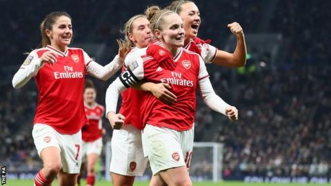 sport Arsenal celebrate