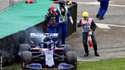 Daniil Kvyat crashes in second practice