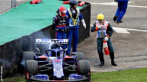 Daniil Kvyat crashes in second practice