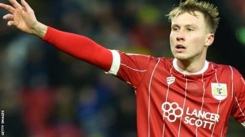 Cauley Woodrow: Barnsley sign Fulham striker on loan ...